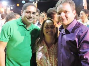 Zé Inácio (PT) em companhia do prefeito Arlindo Barbosa e da primeira dama, Márcia Mendes.