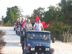 Em Paulino Neves, Zé Inácio participa de carreata saindo do areal até a Sede.