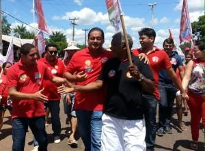 Zé Inácio (PT) cumprimenta eleitores em Santa Rita