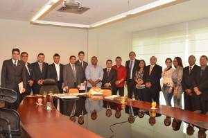 Comitiva de prefeitos que integram o Comefc na AL.