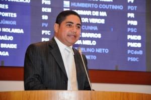 Zé Inácio defende cota para negros no parlamento.