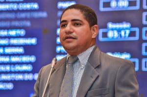 Deputado Zé Inácio faz referencia a vinda de ministros ao Maranhão na gestão Flávio Dino.