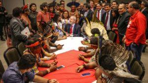 reunião com indígenas